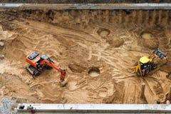 Construção da fundação concreta da construção nova Maquinaria de construção, máquinas escavadoras, vista superior Foto de Stock Royalty Free