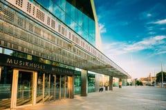 Construção da música Hall Music Centre In Helsinki, Finlandia imagens de stock royalty free