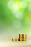 Construção da moeda no fundo verde Fotos de Stock