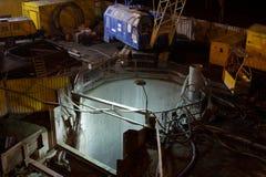 Construção da construção na noite foto de stock royalty free