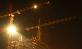 Construção da noite foto de stock