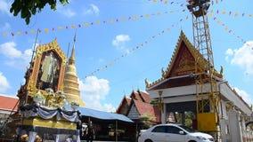 Construção da paisagem da vista e chedi de Wat Wachirathammasatit vídeos de arquivo