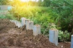 Construção da parede de retenção Colapso de proteção do riverbank, concr Imagens de Stock