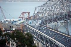 Construção da ponte nova ao lado do velho Fotos de Stock Royalty Free