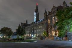 Construção da universidade de Georgetown na noite na C.C. de Washington foto de stock