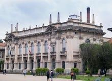 Construção da universidade politécnica de Milão foto de stock royalty free