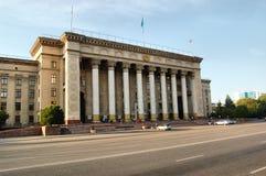 A construção da universidade técnica Cazaque-britânica na cidade de Almaty Foto de Stock Royalty Free