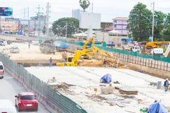 Construção das estradas para melhorar o curso e a escavação acima do porão em Pattaya em Tailândia em 2016 Fotografia de Stock Royalty Free