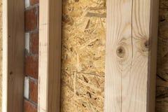Construção das paredes de madeira do quadro de um local novo da casa de campo Un Fotografia de Stock Royalty Free