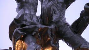 A construção das sapatas é feita do aço inoxidável do cromo-níquel vídeos de arquivo