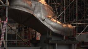 A construção das sapatas é feita do aço inoxidável do cromo-níquel filme