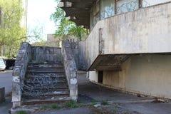 A construção de épocas soviéticas com uma solução arquitetónica incomum, agora o escritório de RosGeology imagens de stock