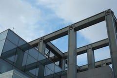 Construção de aço da loja eletrônica Fotografia de Stock Royalty Free