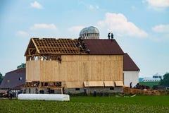 Construção de Amish um celeiro imagens de stock royalty free
