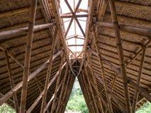 Construção de bambu do telhado, construção do telhado feita do bambu foto de stock royalty free