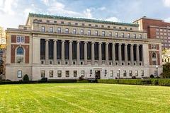 Construção de biblioteca de Butler na Universidade de Columbia, New York, EUA fotografia de stock royalty free
