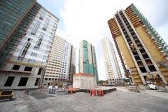 Construção de construções altas com trabalhadores Foto de Stock Royalty Free
