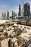 Construção de construções modernas das construções no porto de Dubai Fotografia de Stock Royalty Free