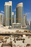 Construção de construções modernas das construções no porto de Dubai Fotos de Stock Royalty Free