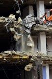 A construção de desmoronamento da demolição da construção rasga para baixo Foto de Stock Royalty Free