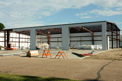 Construção de edifício do estilo de Quonset foto de stock