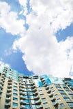 Construção de edifício moderna dos multi-apartamentos Imagem de Stock