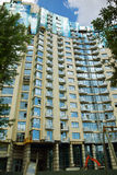 Construção de edifício moderna dos multi-apartamentos Fotos de Stock