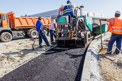 Construção de estradas Asphalt Spreader Imagens de Stock
