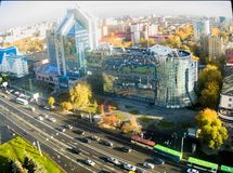 Construção de Gazprom e rua de Respubliki Tyumen Imagens de Stock Royalty Free
