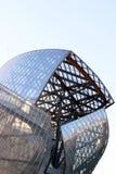 Construção de Louis Vuitton Foundation pela franquia do arquiteto gehry fotos de stock