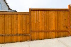 Construção de madeira da cerca do quintal novo do jardim Fotografia de Stock