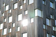 Construção de madeira do museu com as janelas na Suécia Fotografia de Stock