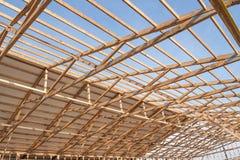 Construção de madeira nova do celeiro do quadro imagens de stock