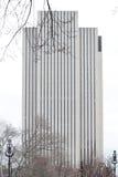 Construção de Manhattan com linhas verticais foto de stock royalty free
