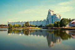 Construção de MINSK, BIELORRÚSSIA em Minsk, foto de stock