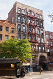 Construção de New York com escadas do fogo fotos de stock royalty free