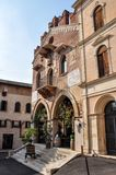 A construção de Palazzo anterior di Giustizia antena no dell da praça ', agora uma loja de vinho ou um Enoteca foto de stock