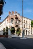 A construção de Palazzo anterior di Giustizia antena no dell da praça ', agora uma loja de vinho ou um Enoteca fotos de stock