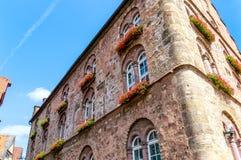 """Construção de pedra medieval impressionante 1538 o  de House†do """"Wine de Weinhaus no centro da cidade histórico de Alsfeld,  foto de stock royalty free"""