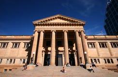 construção de pedra Neo-clássica da biblioteca estadual histórica de Novo Gales do Sul NSW com entrada principal na escadaria gra fotografia de stock
