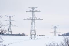 Construção de pilões de alta tensão no inverno imagem de stock royalty free