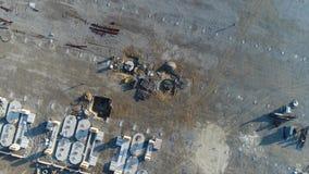 Construção de planta, construção de uma grande fábrica, exterior industrial, canteiro de obras, vista aérea, metal e filme