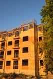 Construção de quadro do complexo de apartamentos da madeira Fotos de Stock
