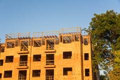 Construção de quadro do complexo de apartamentos da madeira Foto de Stock Royalty Free