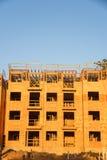 Construção de quadro do complexo de apartamentos da madeira Imagens de Stock Royalty Free