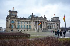 A construção de Reichstag do governo alemão em Berlim Fotografia de Stock Royalty Free