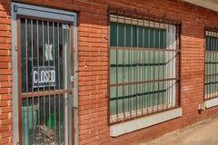 Construção de Rusty Bars On Old Deserted imagens de stock royalty free
