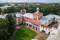 Construção de Simonovsky com a igreja da natividade do território de Cristo do Kremlin de Vologda Rússia imagens de stock