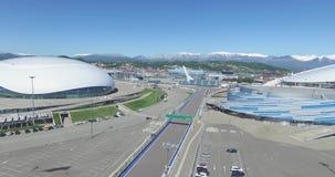 Construção de SOCHI, RÚSSIA da abóbada do gelo de Bolshoy em Sochi, Rússia para os Jogos Olímpicos 2014 do inverno Palácio do gel filme