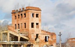 Construção de tijolo abandonada muito velha Imagem de Stock Royalty Free